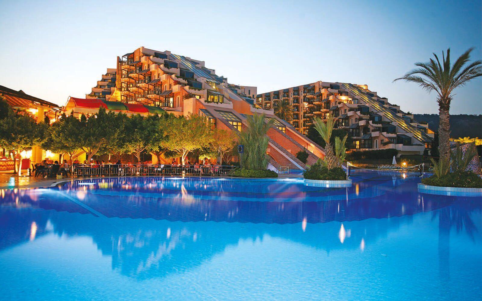 Antalya, 7 ayda 3 milyon 396 bin turiste ev sahipliği yaptı.